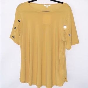 89th & Madison Gold Short Sleeve Top